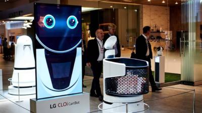 Робот для помощи покупателям