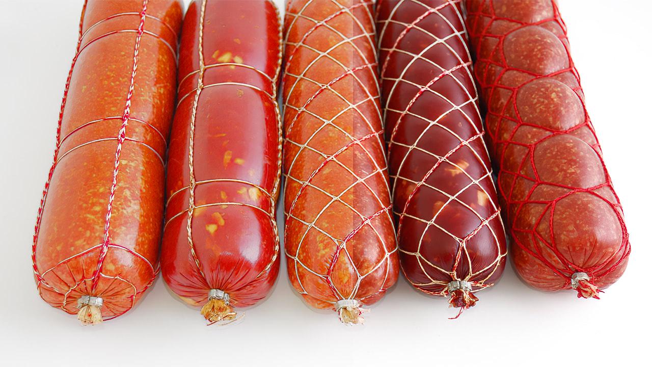 Перевязка колбасы верёвкой