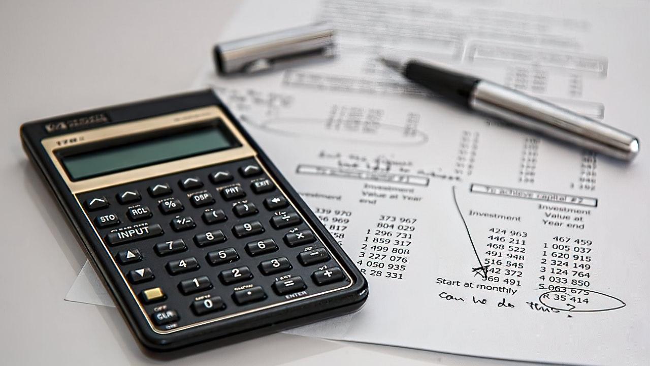 Правительство обсуждает повышение налогов на400млрд